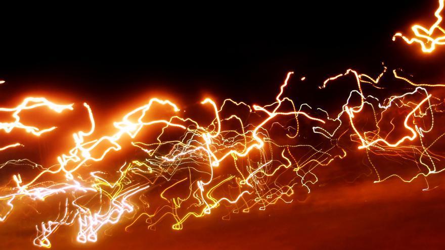 Más rápido que Usain Bolt, un Fórmula 1 o un submarino supersónico. Así viajan los datos en la fibra óptica