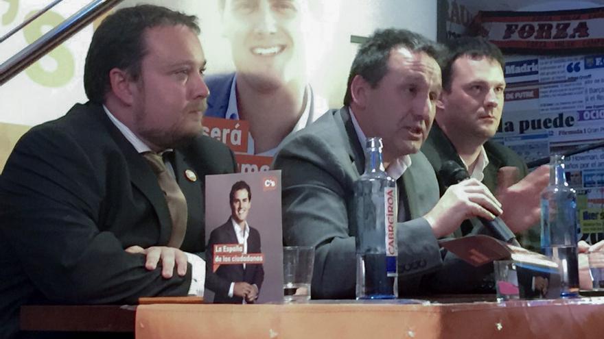 Rubén Gómez, Juan Ramón Carrancio y David González en un 'Café Ciudadano'.