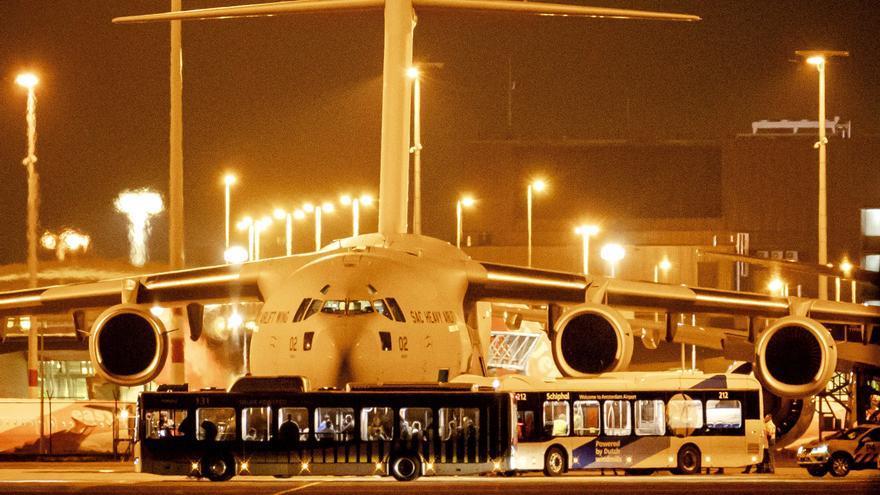 Llega a Ámsterdam un avión con 55 ciudadanos europeos evacuados de Afganistán