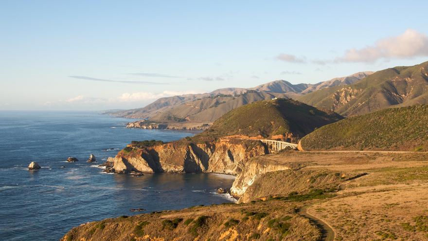 Costa del Pacífico desde la Cabrillo Highway, la mítica Ruta 1 de California. BriYYZ (CC)