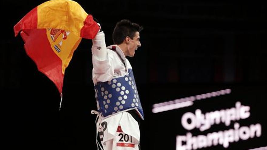 Joel González celebra la medalla.(EUROPA PRESS)