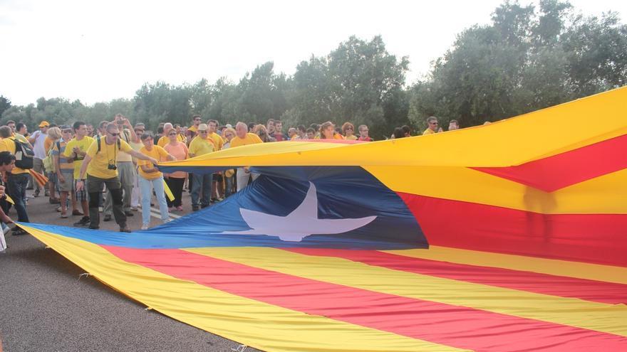 Empate técnico sobre la independencia de Cataluña: 45,1 en contra y 44,9 a favor, según el CEO