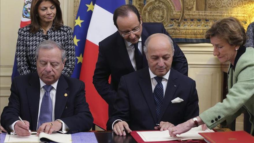 Chinchilla y Hollande estrechan su relación bilateral con varios acuerdos