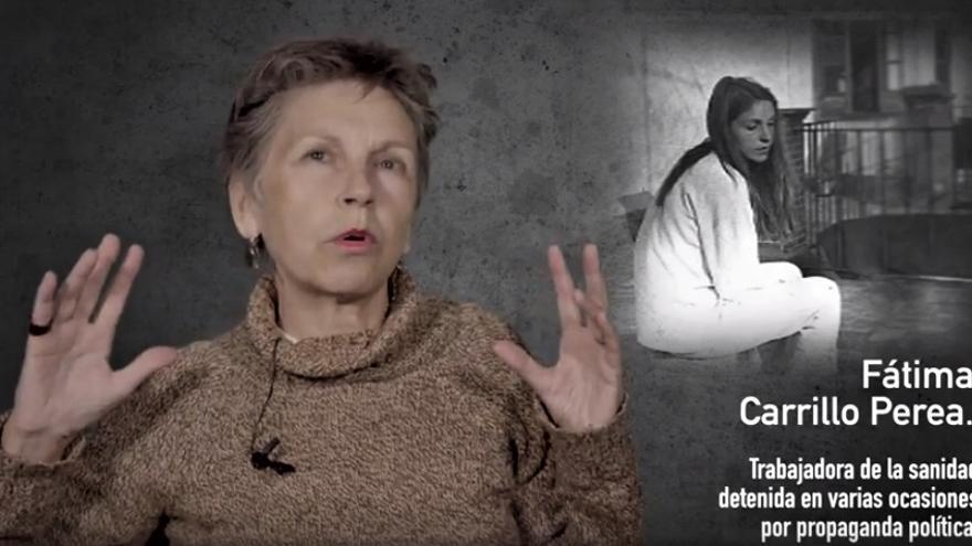 Fátima Carrillo, empleada de la sanidad arrestada varias veces por propaganda política, en fotograma del documental 'Comisaría de la Gavidia'.   INTERMEDIA PRODUCCIONES