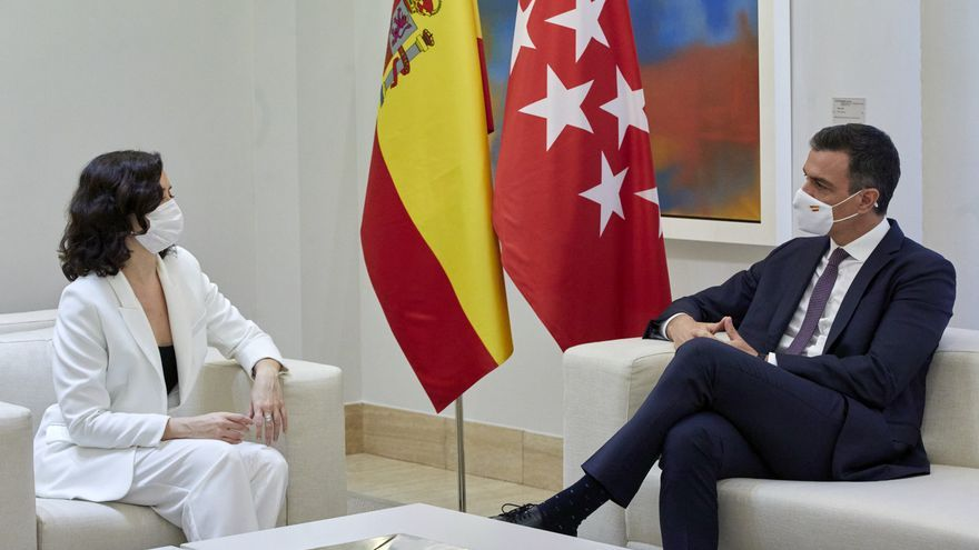 El presidente del Gobierno, Pedro Sánchez, durante una reunión con la presidenta de la Comunidad de Madrid, Isabel Díaz Ayuso, a 9 de julio de 2021, en el Palacio de la Moncloa, Madrid, (España). El encuentro, que se produce después de ser investida por s