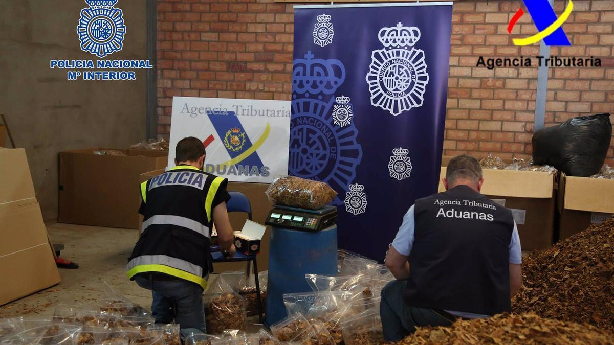 Tabaco de contrabando intervenido en la operación.