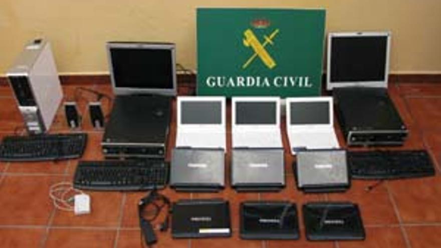 Algunos de los ordenadores que se han podido recuperar.