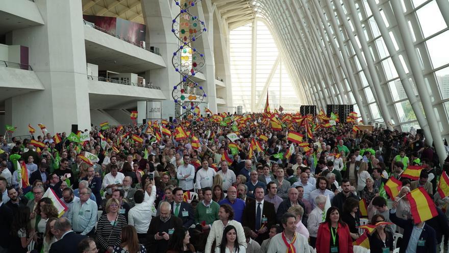 Asistentes al mitin de VOX en el Museo de las Ciencias de Valencia