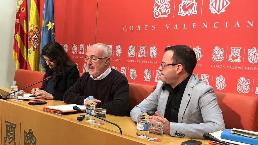 Fabiola Meco, Antonio Montiel y Marc Pallarés en rueda de prensa en las Corts