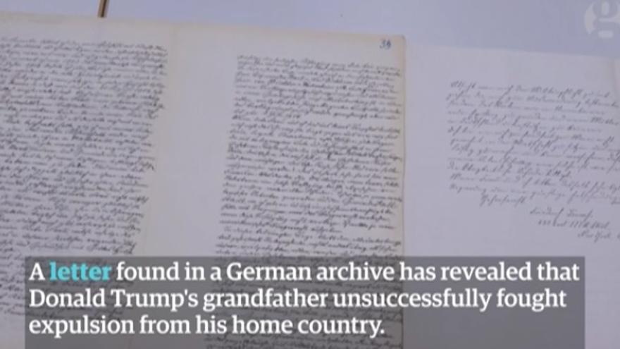 Captura de pantalla de un vídeo de the Guardian en el que se ve cómo el abuelo de Trump intentó con una carta que no le expulsasen de Alemania