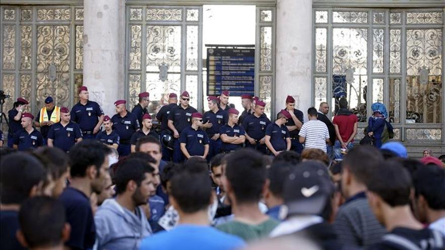 Centenares de refugiados protestan al grito de Alemania, Alemania en Budapest / EFE.