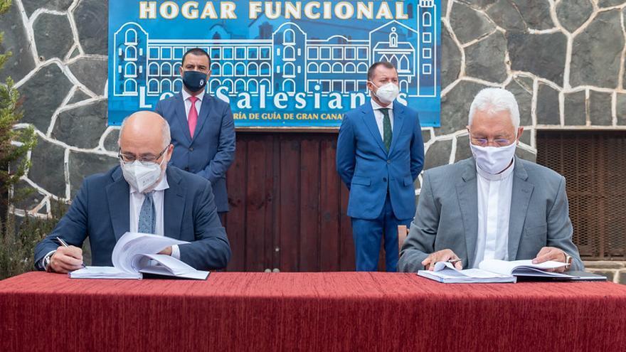 Día histórico en Gran Canaria con la cesión del Colegio de los Salesianos al Cabildo para convertirlo en centro de mayores