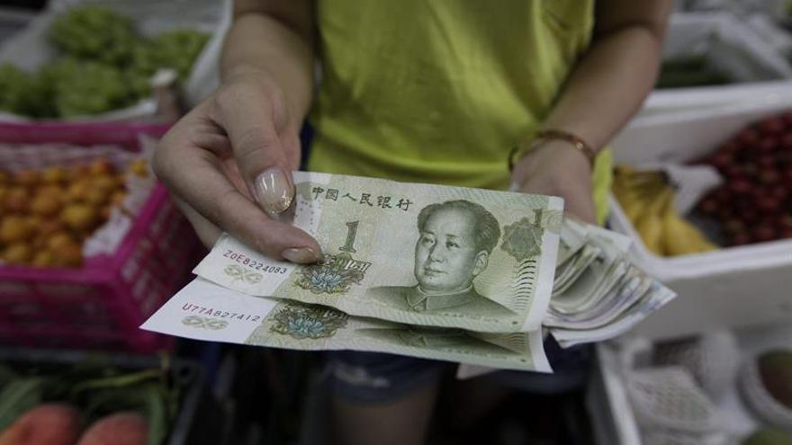 Las reservas de divisas de China bajaron en febrero a 3,1067 billones de dólares (2,75 billones de euros) frente a los 3,115 billones de dólares (2,76 billones de euros) del mes anterior.