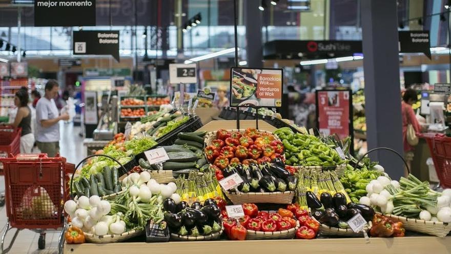 Hostelería, comercio y alimentación impulsarán la contratación en Cantabria hasta final de año