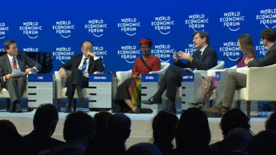 Mesa de debate sobre desigualdad internacional durante el Foro Económico Mundial de Davos en enero 2015. (c)World Economic Forum.