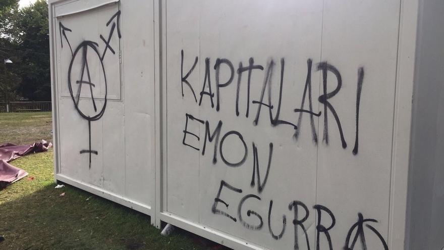 Realizan pintadas en la txosna de los socialistas de Eibar por segundo día consecutivo