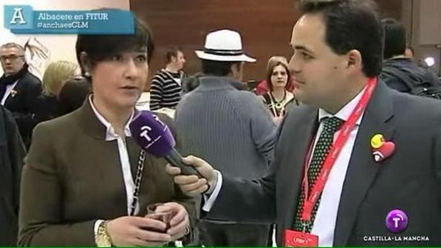 Francisco Núñez (der), presidente del PP de Albacete, hace de periodista en Castilla-La Mancha TV
