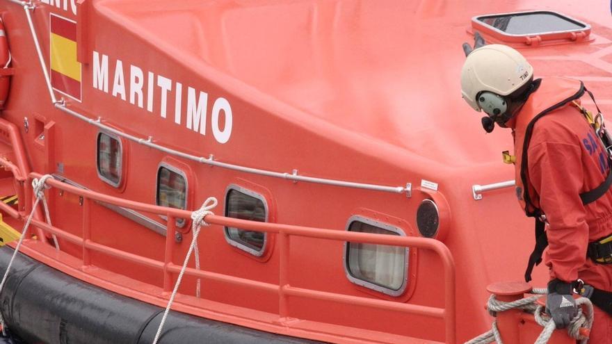 Ascienden a 89 los migrantes rescatados tras localizar una tercera patera en aguas del Estrecho