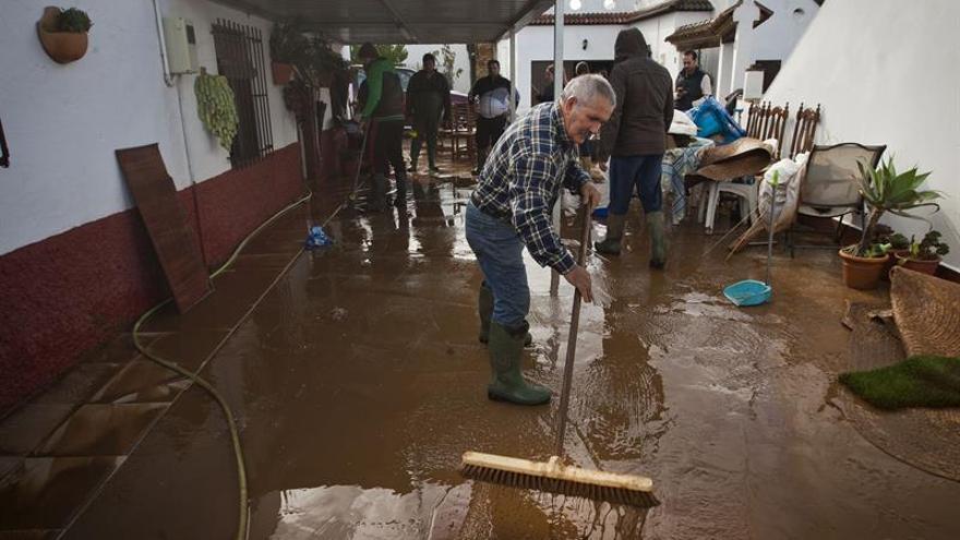 Conil (Cádiz) activa el plan de emergencia por inundaciones y lluvia