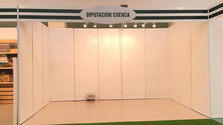 Stand vacío de la Diputación de Cuenca en la edición itinerante de FARCAMA en Ciudad Real