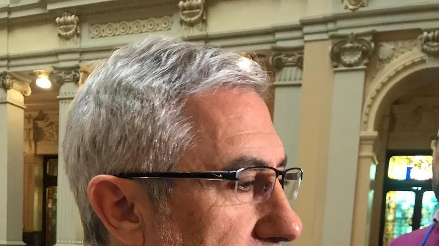 Gaspar Llamazares se da de baja como militante de IU y entrega su acta de diputado por Asturias