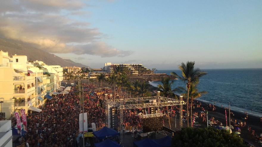 Una panorámica de la Fiesta del Agua de Puerto Naos.