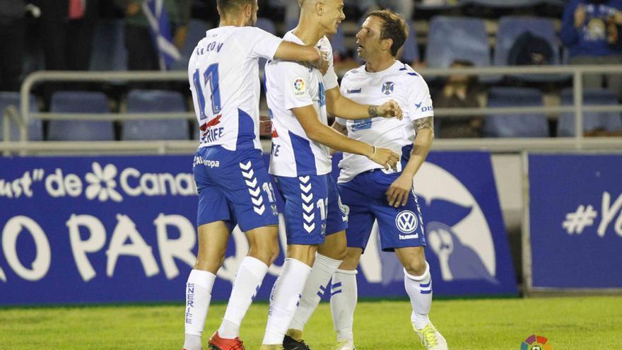Los jugadores del CD Tenerife celebran uno de los tantos logrados ante el Reus en el Heliodoro Rodríguez López.