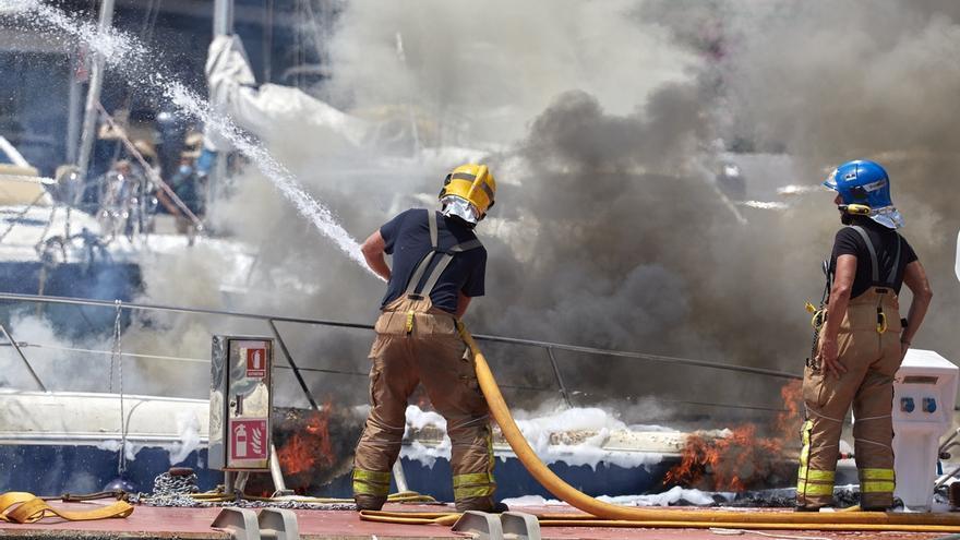 Un herido grave en un incendio en el puerto deportivo de Palamós.