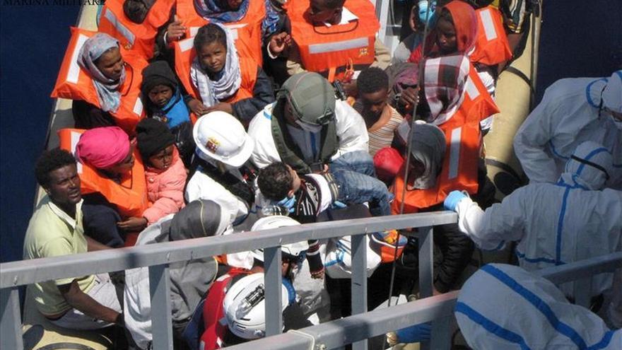 La Guardia Costera de Italia dice que 6.779 inmigrantes fueron rescatados el fin de semana