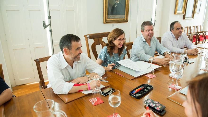 José López y Ana Belén Castejón en el primer pleno tras el traspaso de poderes