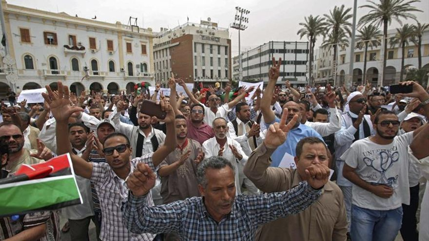 Una veintena de muertos en combates entre Hafter e islamistas en Bengasi
