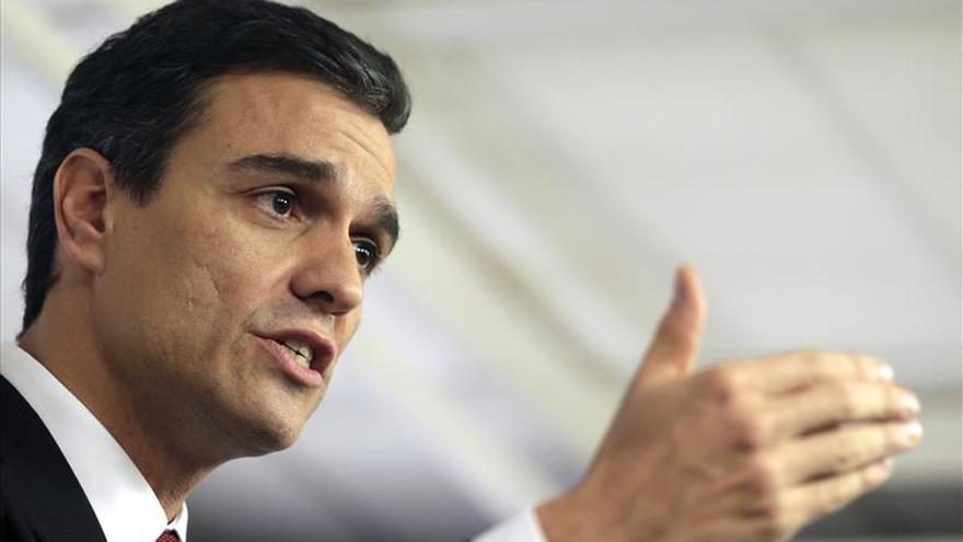 Sánchez dice que no cederá ante Podemos sobre la unidad territorial de España