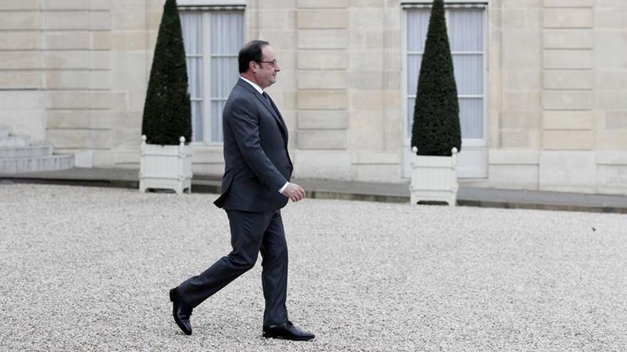 Hollande aplaude la compra de Opel por PSA y cree que beneficiará a ambos