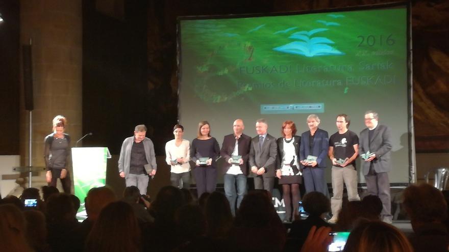 Urkullu destaca la aportación de los galardonados en los Premios Euskadi de Literatura 2016