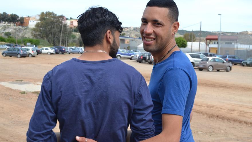 Mohamed (nombre ficticio) y Annouar, a las puertas del CETI   N.C.