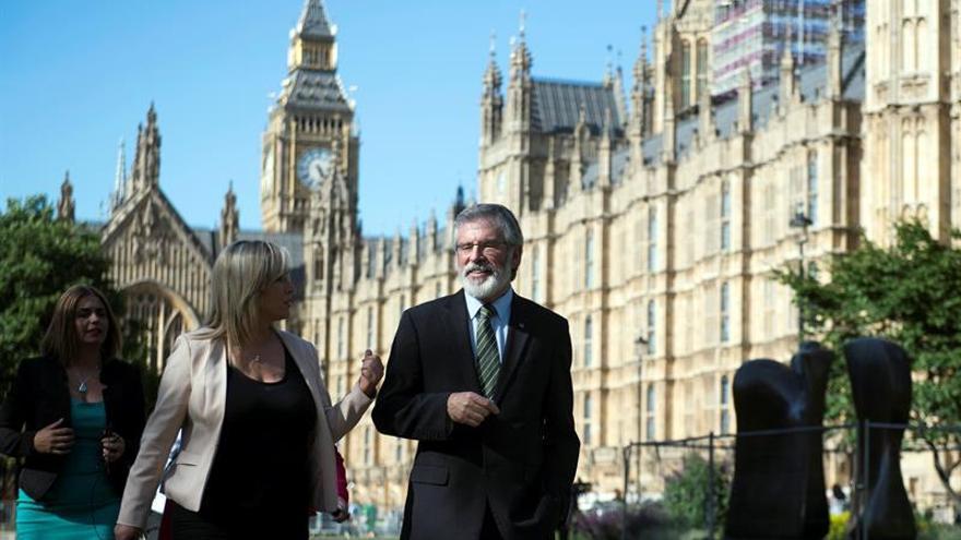 El Sinn Féin pide la implicación directa de May y Vardakar en las conversaciones
