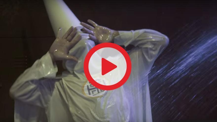 VÍDEO | Un nazareno emulando a Carmen Maura en 'La ley del deseo', spot del Festival de Cine de Sevilla