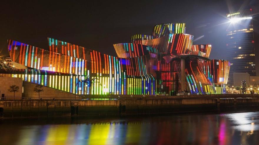 """Ayuntamiento de Bilbao recomienda """"acudir con tiempo"""" a la zona de visión del espectáculo del Guggenheim 'Reflections'"""