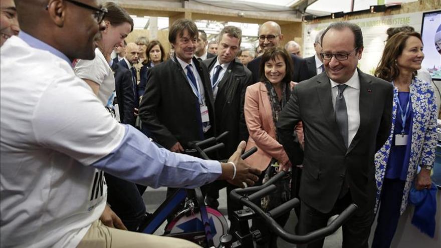 Hollande irá hoy al portaaviones Charles de Gaulle que está frente a Siria