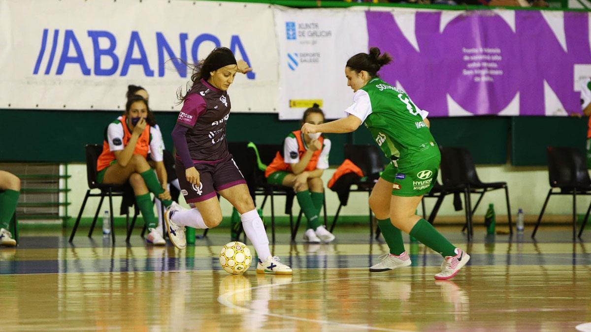 Sara Moreno durante un partido con el Ourense Envialia
