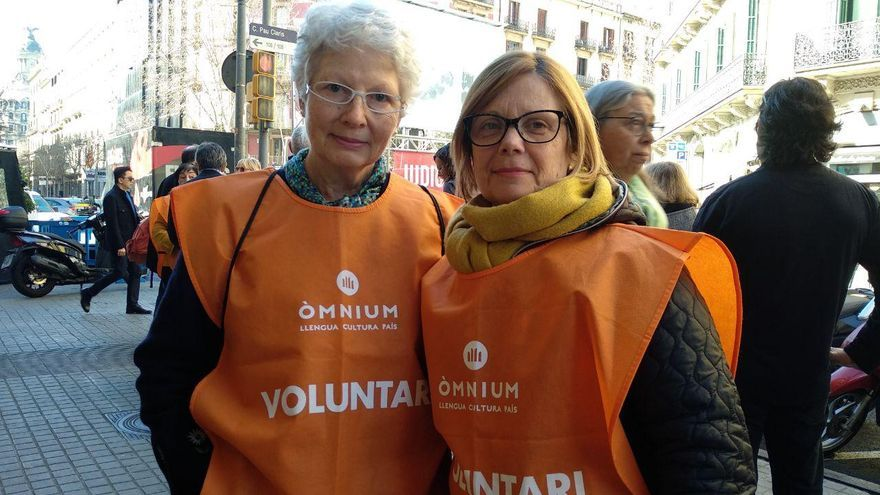 Dolors Gimbert y Maria Teresa Sabaté, amigas y voluntarias de Òmnium durante el juicio