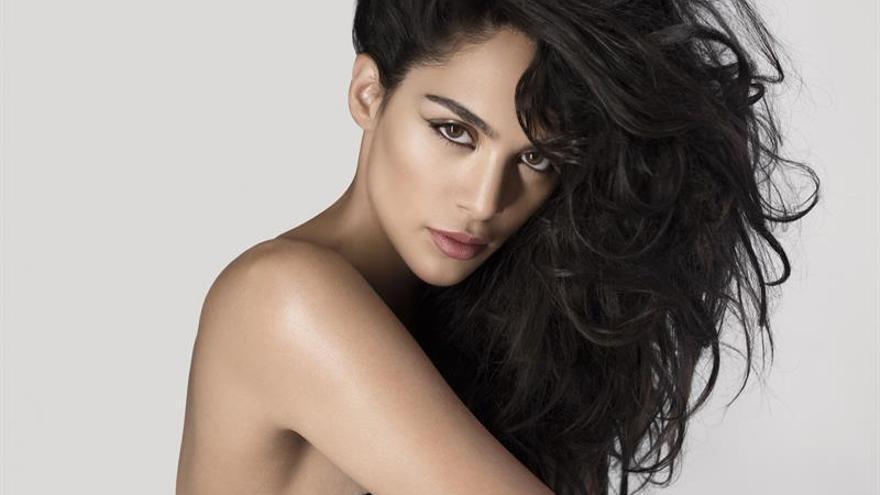 """La cantautora venezolana Alaya """"desnuda su alma"""" en su nuevo álbum"""