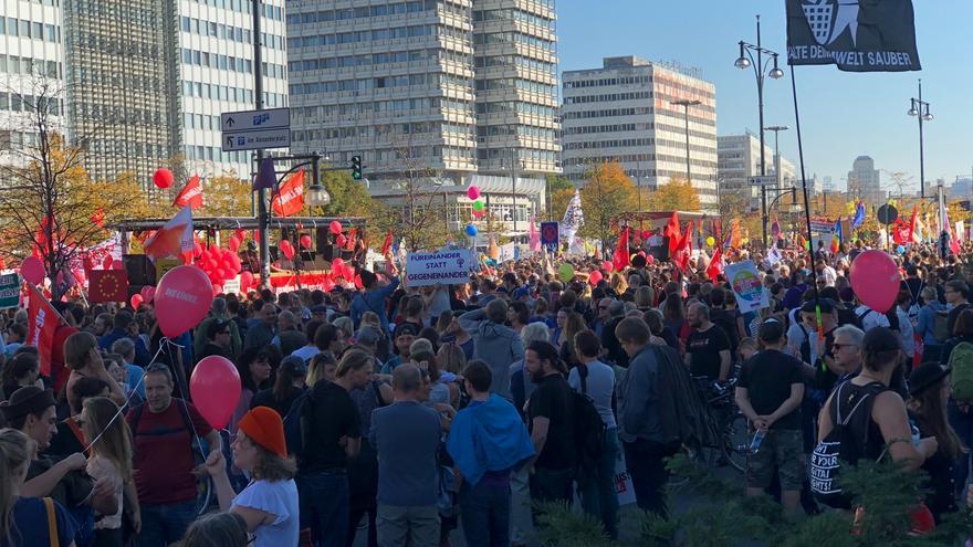 Un cuarto de millón de personas han llenado las calles de Berlín a favor de la migración