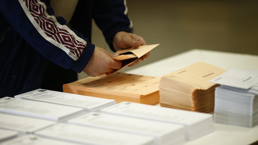 Los 182.545 electores del exterior que pidieron votar en abril no tendrán que volver a solicitar el voto otra vez