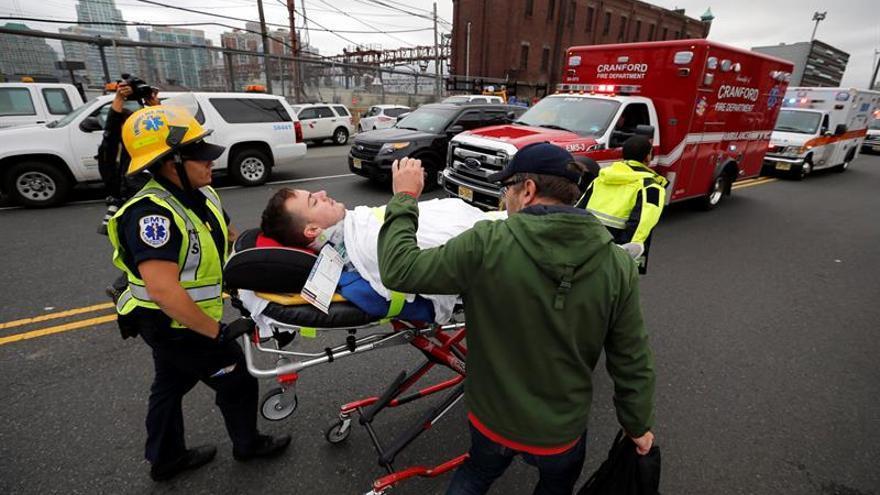 Un muerto y una decena de heridos muy graves deja un accidente de tren en Hoboken