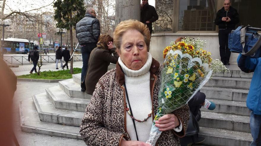 Eladia Martín a la salida del juzgado de Plaza de Castilla este 20 de enero./ Yayoflautas.