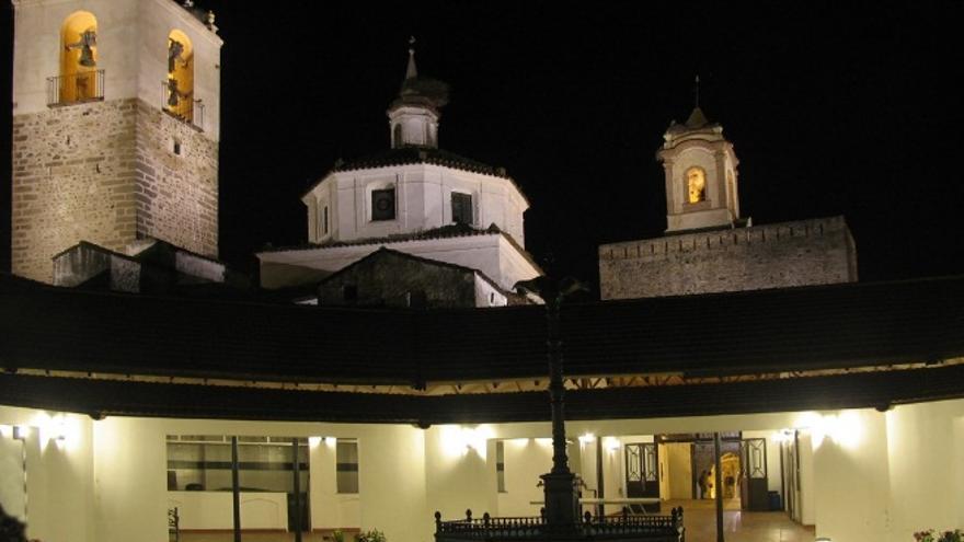 Castillo templario de Fregenal de la Sierra, con el mercado de abastos y la plaza de toros en su interior / http://www.turismoextremadura.com