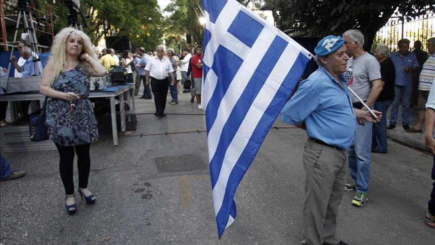 Syriza y Nueva Democracia empatarían en elecciones de Grecia, según una encuesta