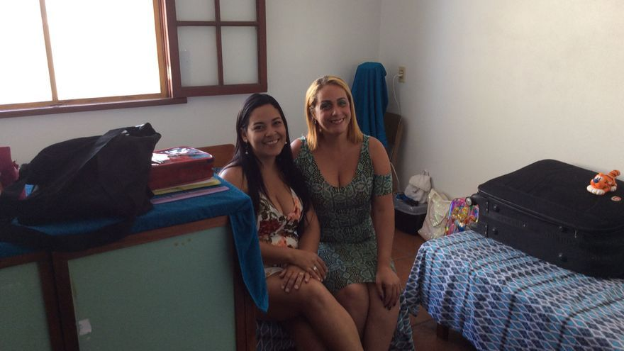 Esperanza (izq) y Flor, dos de las refugiadas venezolanas acogidas en un albergue de Río de Janeiro con las que conversó eldiario.es