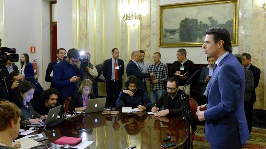 El ministro Soria en sus explicaciones del martes por la tarde en el Congreso / EFE